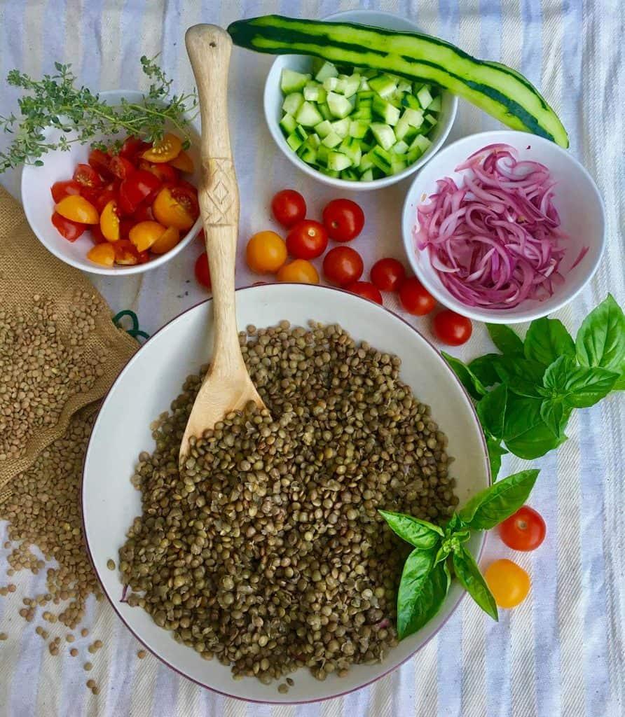 ricetta insalata estiva verdure lenticchie senape dressing